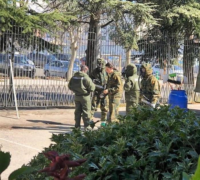 DESINFECCIÓN. La Brigada Aragón desinfecta la residencia Santa Orosia. (FOTO: Ayuntamiento de Jaca)