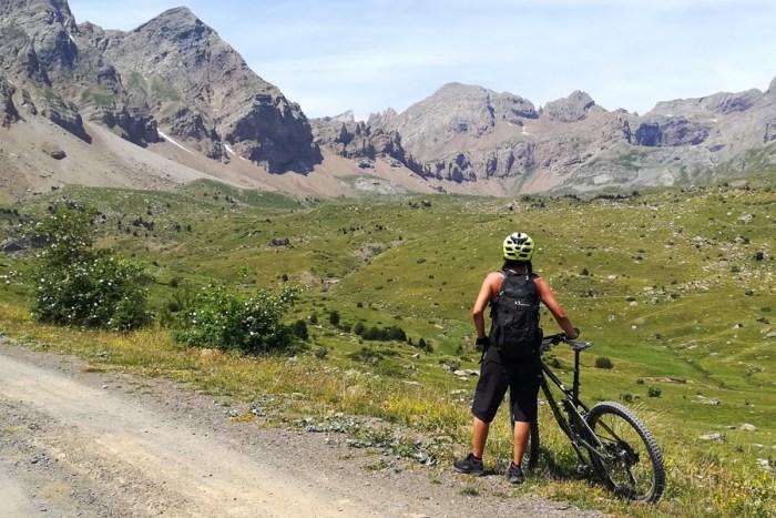 BICICLETA DE MONTAÑA. La Tierra de Biescas cuenta con atractivas rutas para la práctica deportiva.