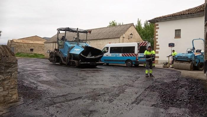 ASFALTADO. Obras en Ascara. (FOTO: Ayuntamiento de Jaca)