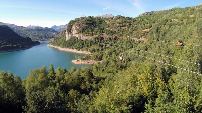 HOZ DE JACA. Tirolina Valle de Tena.