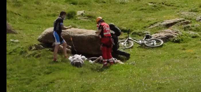 RESCATES. Ciclista accidentado en Sabocos. (FOTO: Guardia Civil)