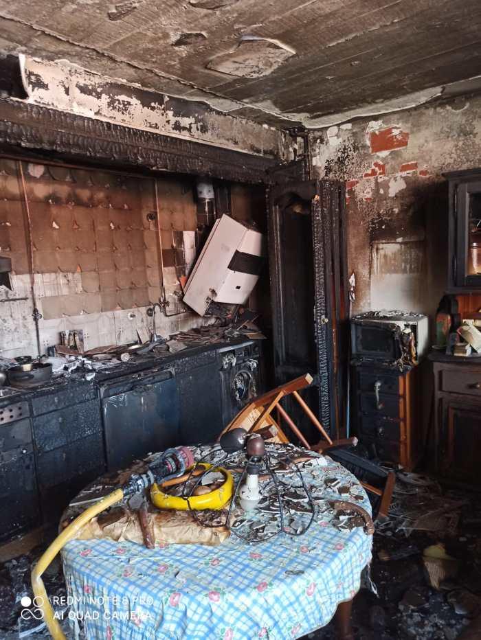 DAÑOS. Incendio en un piso de la calle San José de Calasanz. (FOTO: Servicio de Emergencias del Ayuntamiento de Jaca)