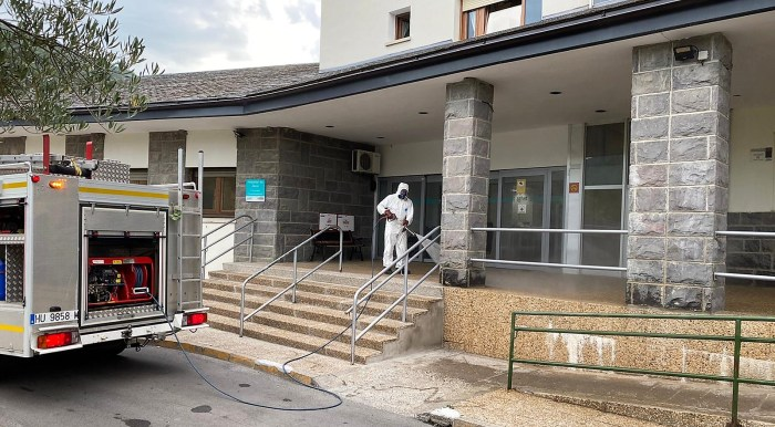 SERVICIO DE EMERGENCIAS. Labores de desinfección (FOTO: Ayuntamiento de Jaca)