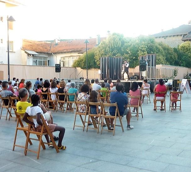 SABIÑÁNIGO. De la magia (en la foto, Civic Civiac) a los títeres, la música y los cuentos en la agenda cultural. (FOTO: Ayuntamiento de Sabiñánigo)