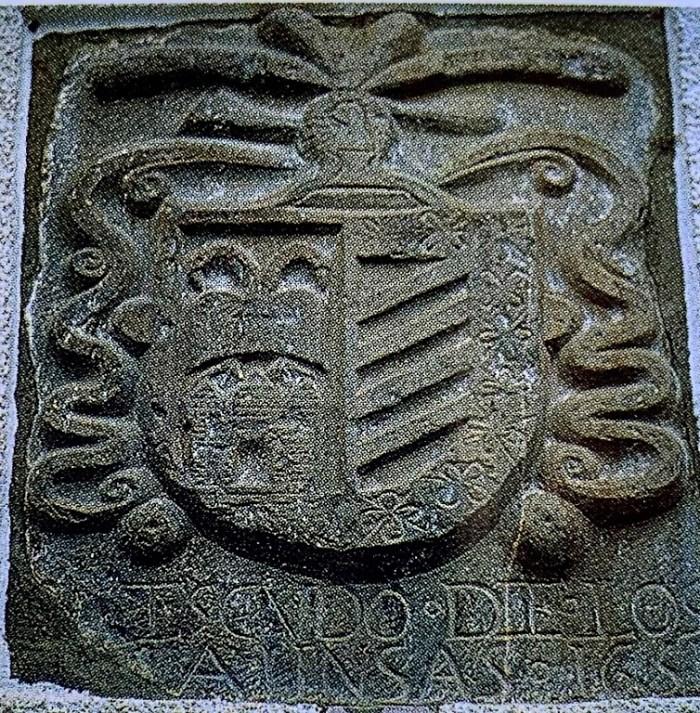 RUTA POR LA TIERRA DE BIESCAS. Escudo de Armas de los Aínsa, Casa el Herrero, Oliván.