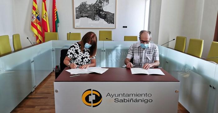 GRUPO BILBAO. Un momento de la firma del convenio en el Ayuntamiento de Sabiñánigo. (FOTO: Ayuntamiento de Sabiñánigo)
