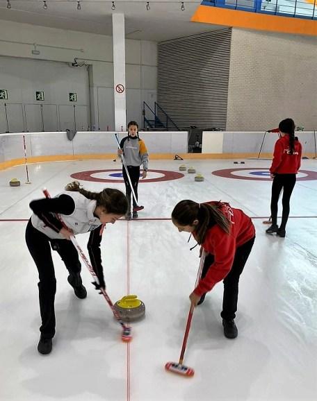 El curling se incorpora a las Aulas de Tecnificación de Hielo. (FOTO: FADI)