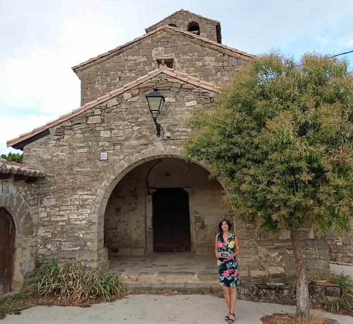 MAJONES. Beatriz de Francisoud enseña cada año altruistamente la iglesia de Majones. Es la única época en la que el templo se puede visitar.