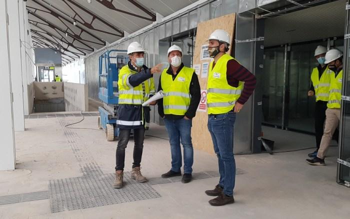 CANFRANC. Un momento de la visita de Soro a la Estación Internacional, donde ha comenzado la urbanización de la explanada. (FOTO: Gobierno de Aragón)