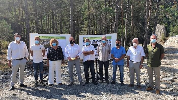 Concluyen los trabajos urgentes en la carretera de A-2605, que han servido para reparar los daños provocados por las crecidas del río Osia. En la imagen, un momento de la visita del director general de Carreteras del Gobierno de Aragón. (FOTO: Gobierno de Aragón)