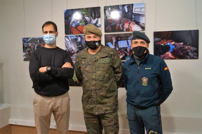 De izquierda a derecha, Francisco Francés, Francisco Rubio y Ramón Campillo, durante la presentación de la exposición sobre los rescates de la Guardia Civil de montaña. (FOTO: Rebeca Ruiz)