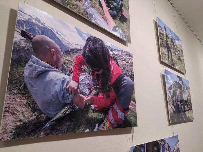 Fotografías de Francés Torrontera que forman parte de la exposición sobre los rescates de montaña que se puede ver en la Ciudadela de Jaca. (FOTO: Rebeca Ruiz)