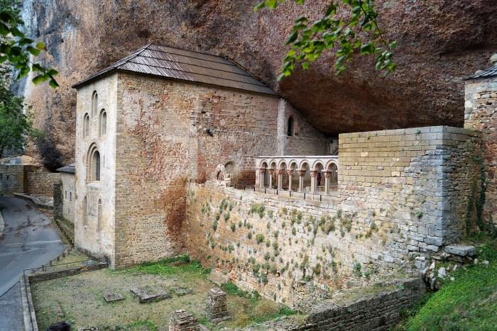 Monasterio Viejo de San Juan de la Peña, escenario de grabaciones y documentales sobre la historia y el camino del Santo Grial (FOTO: Rebeca Ruiz)