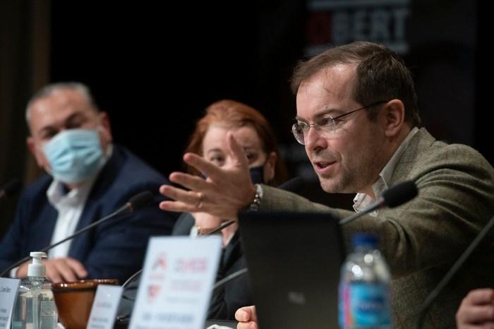 Javier Sierra, durante su intervención en el I Congreso de Divulgación y Periodismo El Camino del Santo Grial de Massamagrell, Valencia. (FOTO: Kike Taberner)