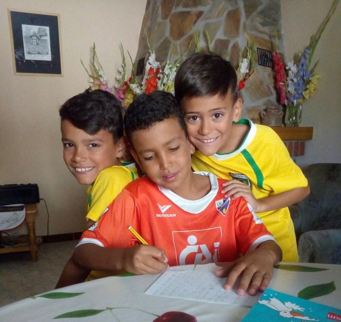 Los pequeños saharauis y españoles conviven como hermanos durante el programa Vacaciones en Paz. (FOTO: Alouda)