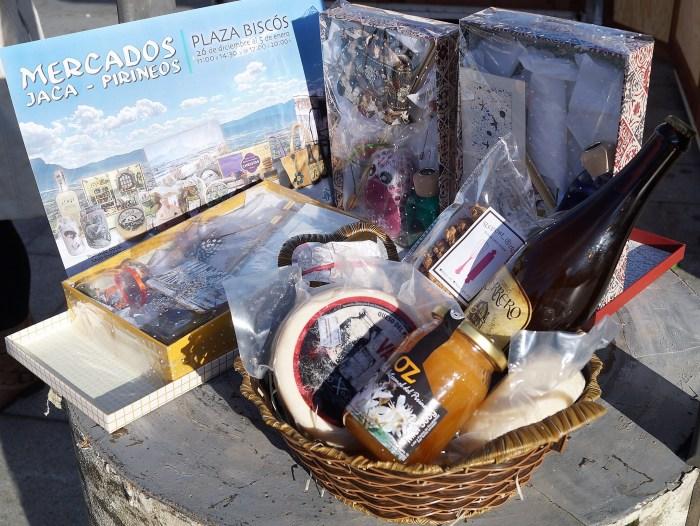 Cestas del Mercado Jaca Pirineos, en la Plaza Biscós estas navidades. (FOTO: Rebeca Ruiz)