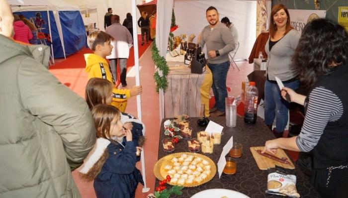 Un momento de una edición anterior del Mercado Jaca Pirineos, con productos locales. (FOTO: Rebeca Ruiz)