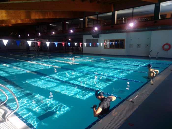 Las instalaciones deportivas de Jaca vuelven a abrir sus puertas. En la imagen, la piscina climatizada. (FOTO: Ayuntamiento de Jaca)