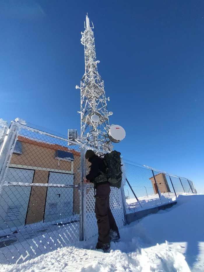 Embou explica las dificultades para acceder a Picardiello tras restablecer las comunicaciones. Los técnicos tuvieron que llegar en quad. (FOTO: Embou)