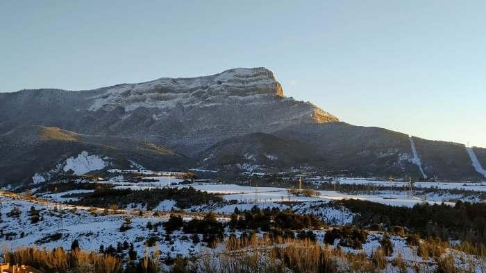 Recomendaciones ante la llegada de Filomena, con Aragón en fase de pre-emergencia. En la imagen, la Peña Oroel, tras las nevadas de los últimos días. (FOTO: Tere Castán)