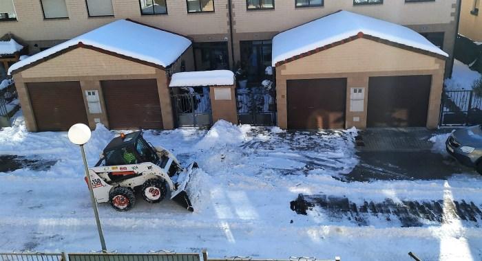 El hielo y la nieve ha causado algunos problemas en las calles de Jaca, pero a estas horas no hay incidencias reseñables.