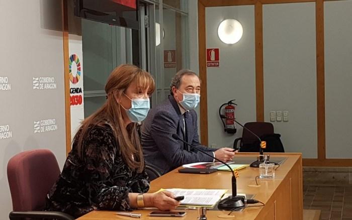 La consejera de Sanidad, Sira Repollés, y el gerente del SALUD, Chema Arnal, en la rueda de prensa donde se ha anunciado la entrada en el nivel de alerta 3 agravado. FOTO: Gobierno de Aragón.