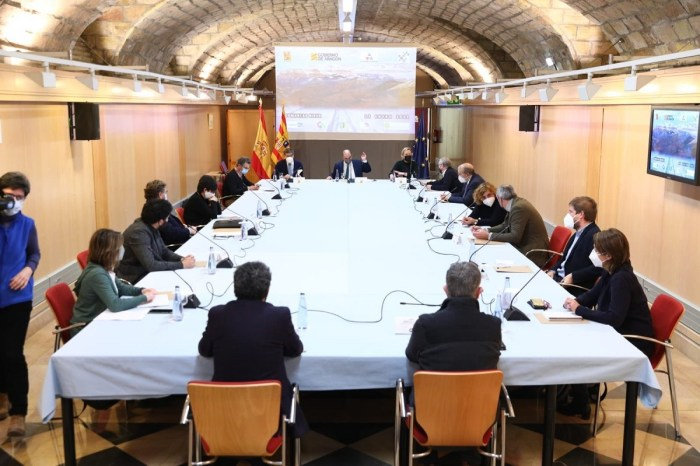 Aragón mantiene la restricción de movilidad y lanza un plan de empleo y dinamización del Pirineo. Un momento de la reunión en la sede del Gobierno de Aragón. (FOTO: Gobierno de Aragón)