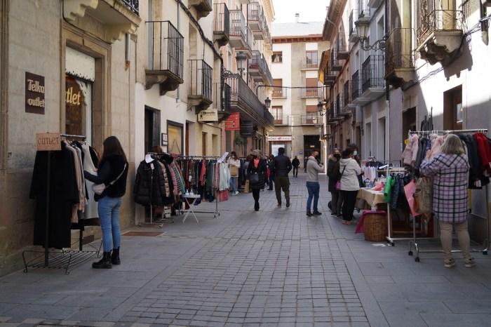 Las jornadas de comercio en la calle despiden la temporada de invierno en Jaca. (FOTO: Rebeca Ruiz)