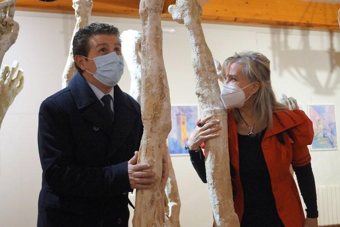 Salillas y Gómez, durante la inauguración de la exposición sobre el Santo Grial. (FOTO: Rebeca Ruiz)