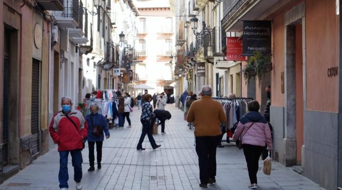 Buenas expectativas turísticas para los próximos días en Jaca y el Valle del Aragón. Ambiente en el centro de Jaca, este viernes. (FOTO: Rebeca Ruiz)