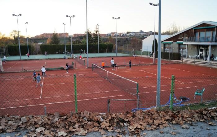 Jaca acogerá, por primera vez, el Campeonato de Aragón de Tenis Cadete. Instalaciones de PyreneSport. (FOTO: Rebeca Ruiz)