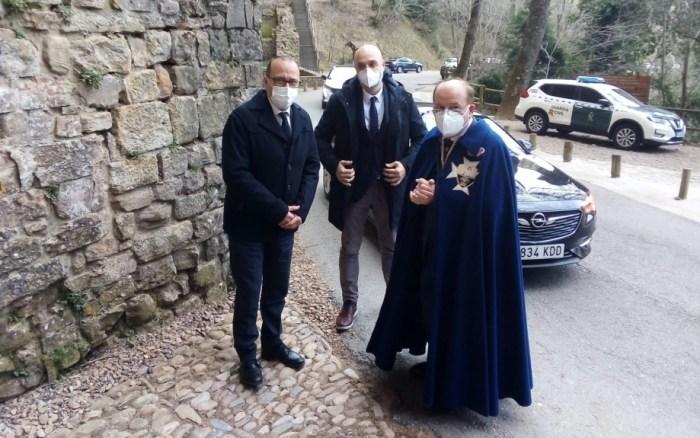 Llegada del consejero Felipe Faci a San Juan de la Peña. (FOTO: Gobierno de Aragón)