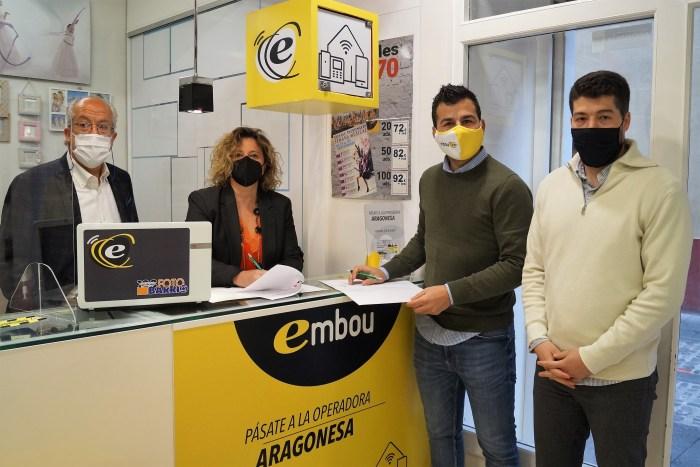 Víctor Barrio, Marian Bandrés, Carlos Gimeno y Alejandro Carbonell, en Foto Barrio, en la firma del convenio de Acomseja y Embou. (FOTO: Rebeca Ruiz)