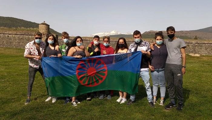 Jóvenes gitanos de Jaca realizan vídeo para conmemorar el Día Internacional del Pueblo Gitano