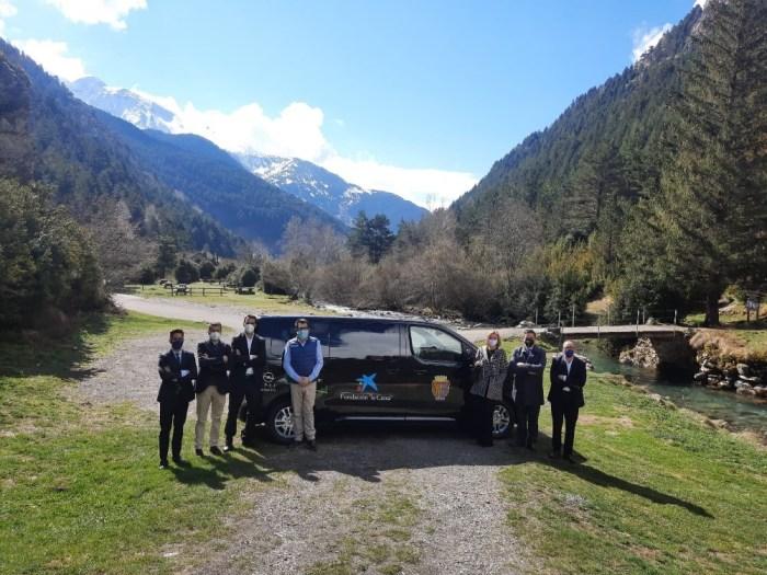 La Caixa y Pirenauto donan a Sallent un vehículo que se destinará a los colectivos más vulnerables