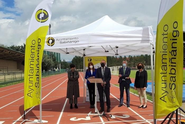 Sabiñánigo 'estrena' pistas de atletismo tras una inversión de medio millón de euros. (FOTO: Gobierno de Aragón)