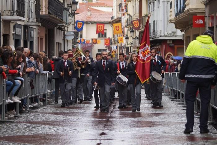 La Banda de Música Santa Orosia, protagonista del himno, entrando en la Calle Mayor de Jaca en la última edición del Primer Viernes de Mayo que pudo celebrarse, en 2019. (FOTO: Rebeca Ruiz)