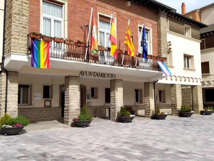 Sabiñánigo se suma al Día Internacional contra la Homofobia, la Transfobia y la Bifobia