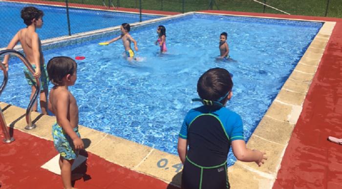 Piscinas, lectura y fútbol, este fin de semana en Canfranc. En la imagen, de archivo, las piscinas de Canfranc (FOTO: Comarca de la Jacetania)