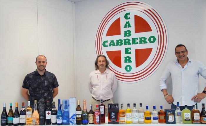 Cash Altoaragón presenta en Jaca los sabores del verano. En la imagen, Luis Cabrero, Esteban Ardisa y Rafa García, durante la presentación. (FOTO: Rebeca Ruiz)