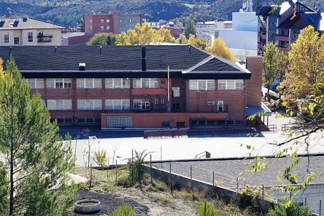 Más de 135.000 euros para mejoras en los colegios de Canfranc, Sabiñánigo (en la foto, el CEIP Montecorona, en una imagen de archivo), Jaca y Villanúa. (FOTO: Rebeca Ruiz)