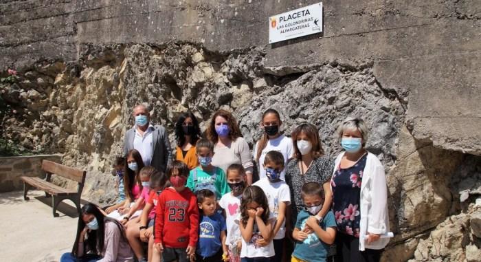 Homenaje de Salvatierra de Esca a las golondrinas alpargateras con los niños como protagonistas. (FOTO: Rebeca Ruiz)
