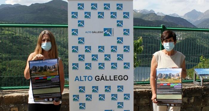 Las visitas del Alto Gállego, un clásico que se reinventa para descubrir lo mejor del territorio. Raquel Betanzos y Lourdes Arruebo, en el mirador de Hoz de Jaca.