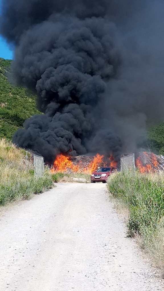 Declarado un incendio en el vertedero de residuos industriales de Sabiñánigo