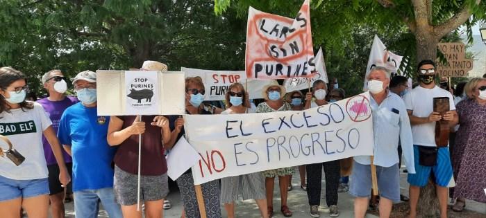 'Stop Purines Pueblos Vivos' se moviliza contra el proyecto de una macrogranja de cerdos en Larués