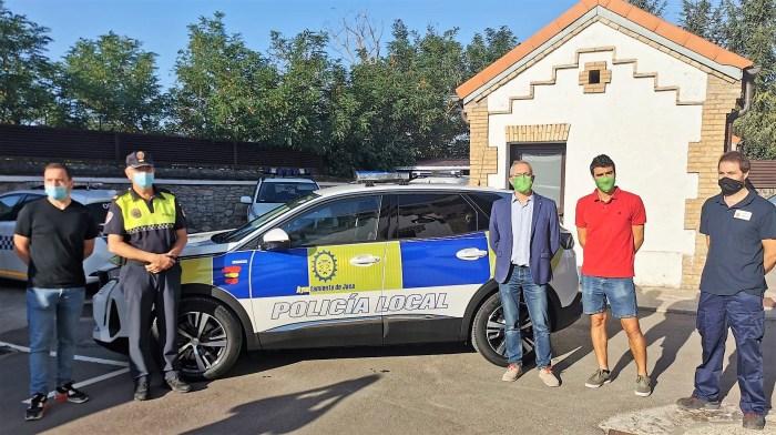 Presentación del nuevo vehículo híbrido para la Policía Local de Jaca. (FOTO: Ayuntamiento de Jaca)
