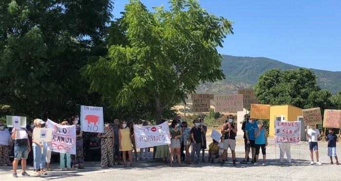 Satisfacción en Stop Purines ante la moratoria aprobada por el Ayuntamiento de Bailo. En la imagen, una de las movilizaciones celebrada este verano en Larués.