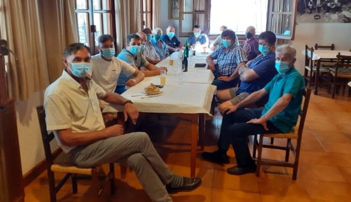 Comunicado de la ADS de ovino Ovicanal ante los ataques del lobo en La Jacetania. Los ganaderos se han reunido este jueves en Puente la Reina.