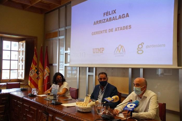 Jaca abre el debate sobre la Agricultura Ecológica de Montaña. Un momento de la presentación, en el Ayuntamiento de Jaca. (FOTO: Rebeca Ruiz)