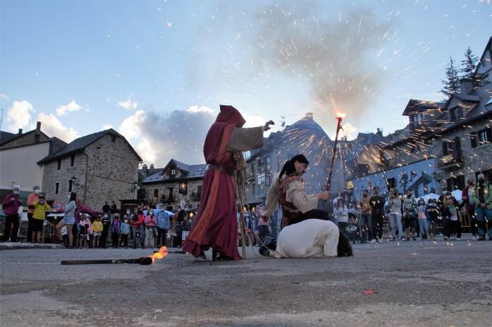 La IX Feria de Brujas, Mitos y Leyendas invade ya todos los rincones de Sallent de Gállego. (FOTO: Rebeca Ruiz)